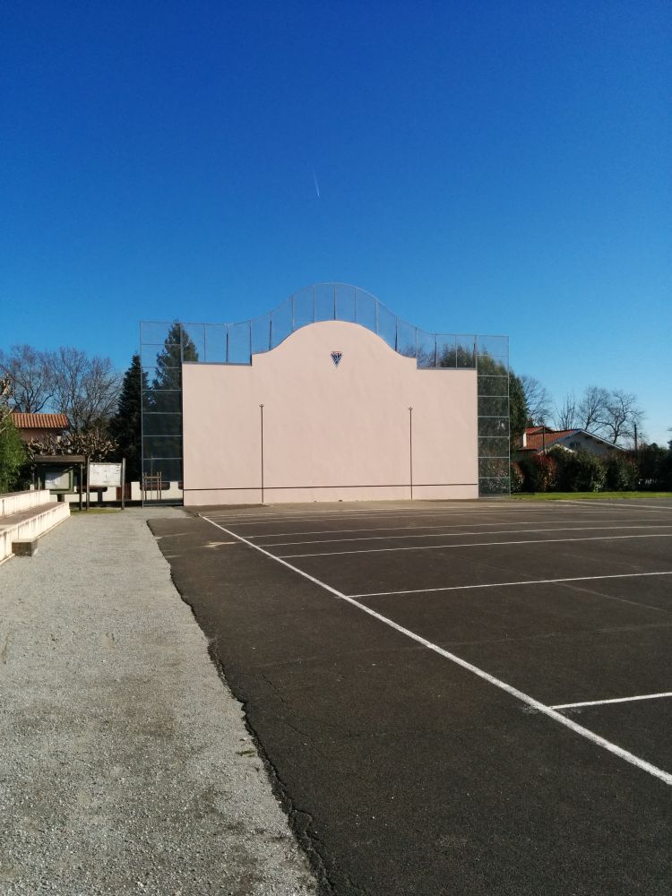 Fronton place libre 40230 saint vincent de tyrosse france for Papeterie saint vincent de tyrosse