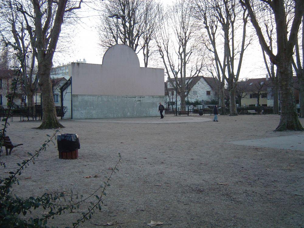 fronton place libre 94100 saint maur des foss s france. Black Bedroom Furniture Sets. Home Design Ideas
