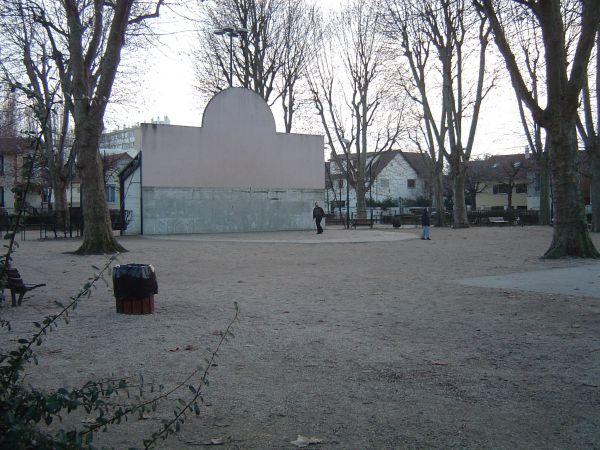 Fronton place libre 94100 saint maur des foss s france for Garage place des marronniers saint maur